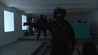 СОБР в штабе Любови Соболь: кадры обыска и задержания политика в Москве