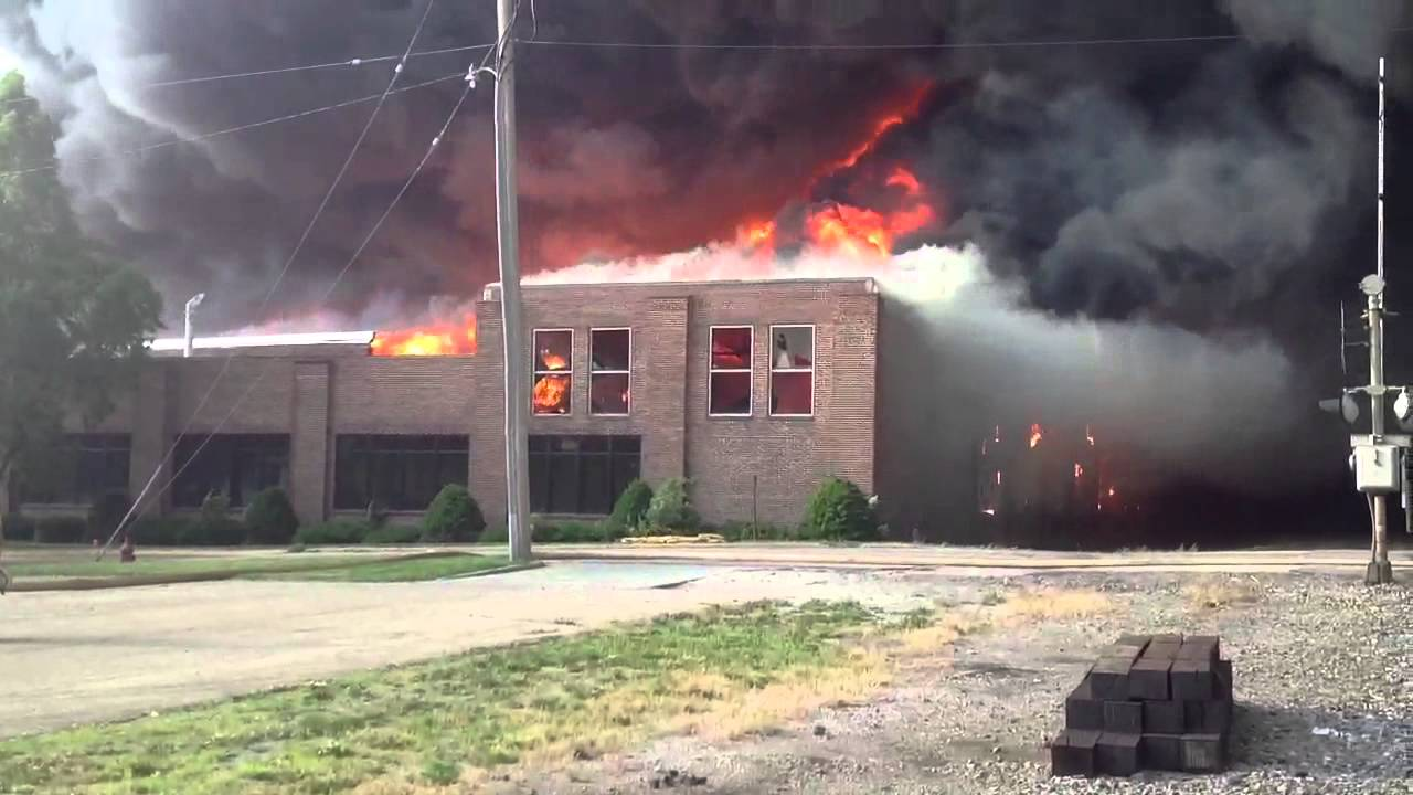 Hoopeston, IL Former FMC Building Fire - YouTube