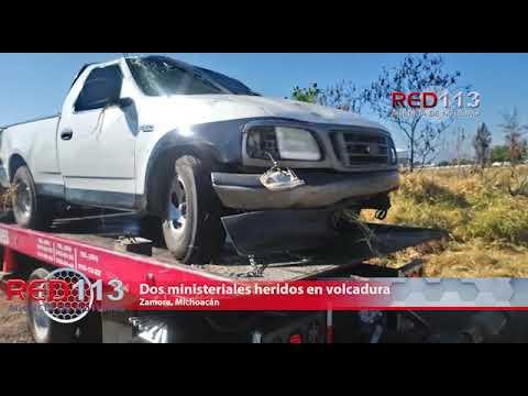 VIDEO 2 ministeriales quedan heridos al ser impactada su unidad por un camión