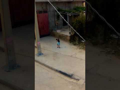 الطفل الجزائري الذي يرقص على اغنية الشاب جليل thumbnail