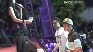 Dangdut Video Terpopuler Utami Dewi Fortuna   Antara Teman Dan Kasih   Monata Ngerang 2014