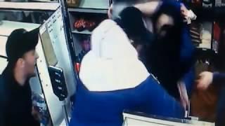 В Екатеринбурге пьяные девушки устроили драку в магазине, после чего попытались его ограбить