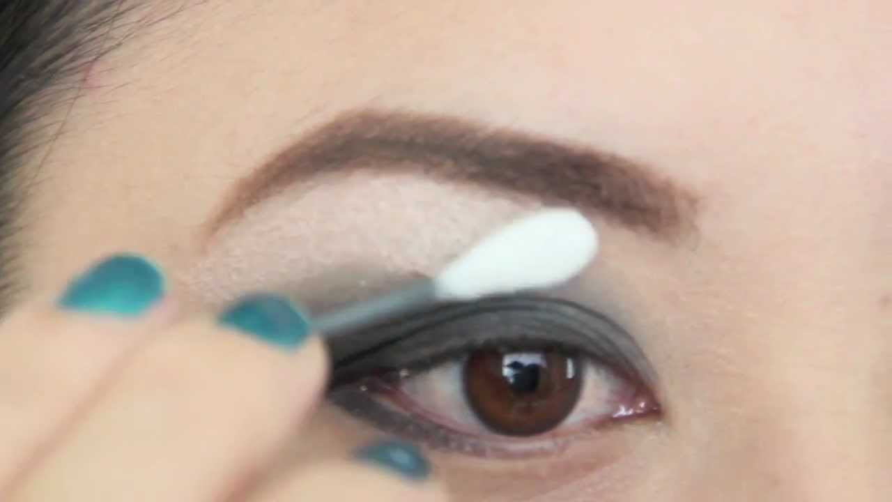 How to use cotton swab to apply makeup youtube ccuart Image collections