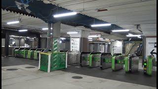 新しく生まれ変わった新橋駅北改札口にズラリと並んだ自動改札レーン