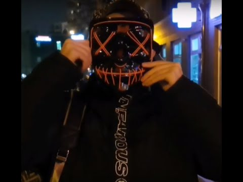 Пранк: Как реагируют люди на неоновую маску ночью.