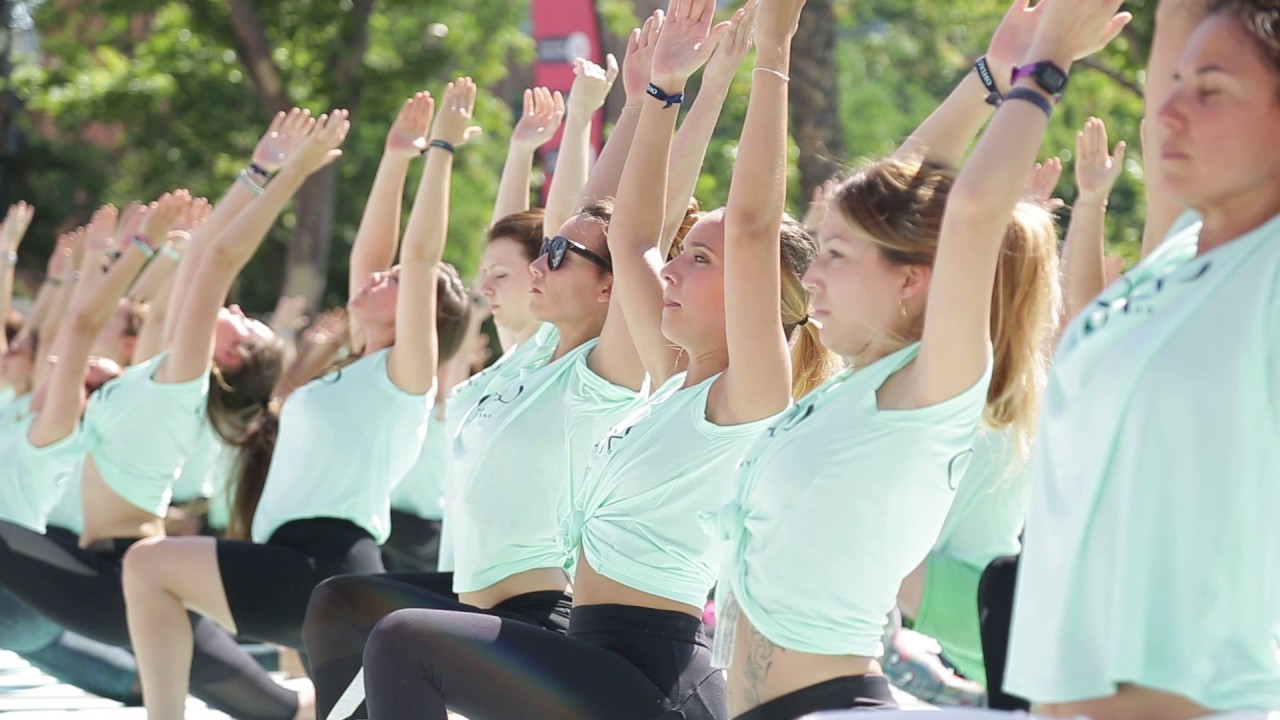 evento  6º Free Yoga by Oysho Barcelona 2017 - YouTube c146b3734262