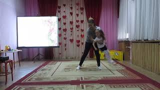 День матери в детском саду / танец мамы и дочки