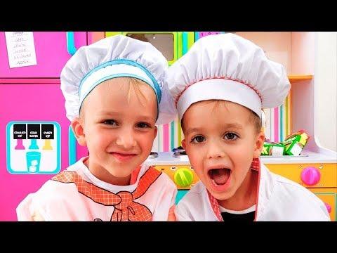 Vlad và Nikita chơi nhà hàng và giao đồ chơi