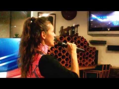 Arantxa en Andorra Bar l'Estela concurs de Karaoke novembre 2014