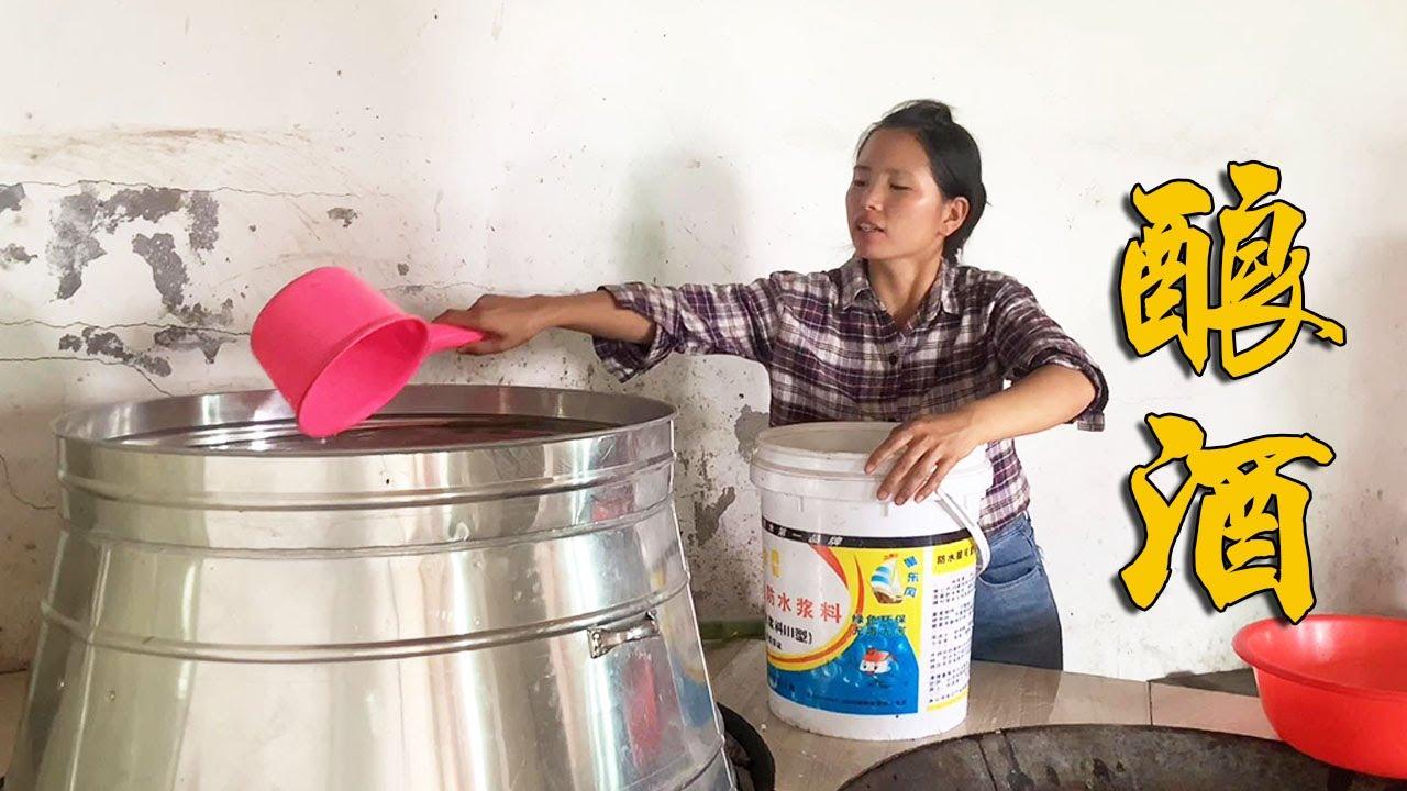 小潘用紅薯釀製一大桶酒,喝完兩口頭都大了,手工釀酒果然正宗!【農村小潘】