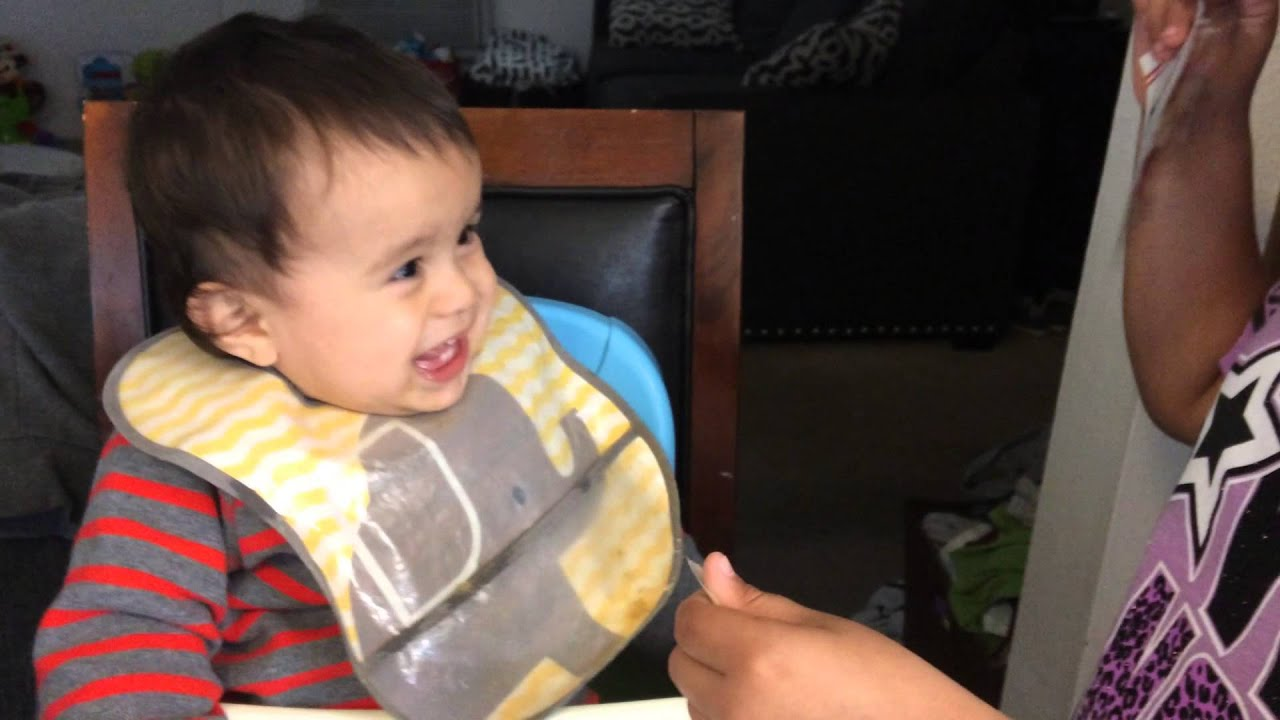 baby laughing at tearing paper 8 simple things that make babies laugh hysterically molly thornberg 8 simple things that makes a baby laugh  ripping paper 2 of 8.