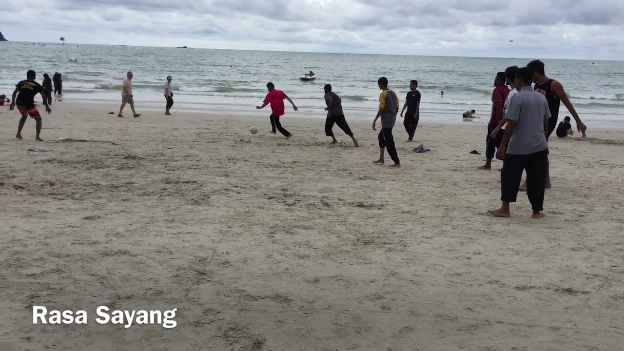 Bermain Futsal Di Pantai Cenang Langkawi Malaysia | Rasa Sayang