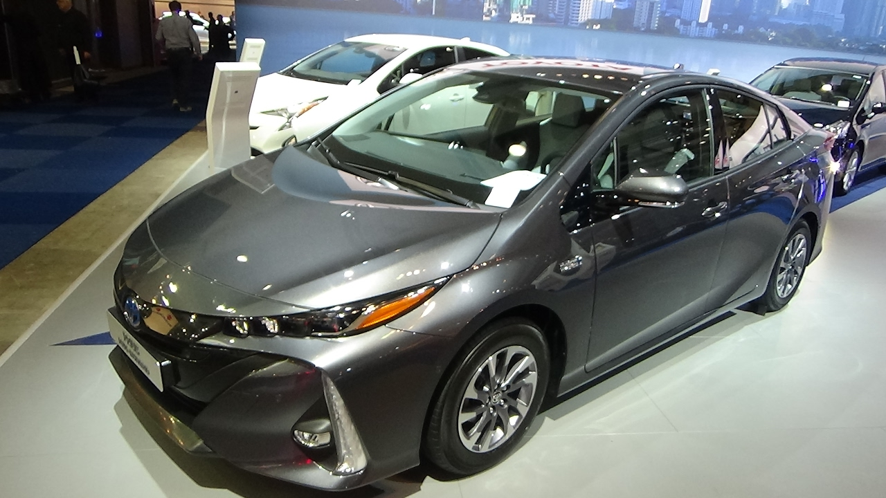 2017 toyota prius plug in exterior and interior auto. Black Bedroom Furniture Sets. Home Design Ideas