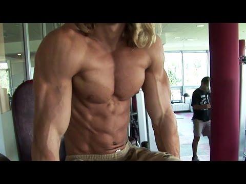 Aesthetic junior bodybuilder Filip J - Lat training - YouTube
