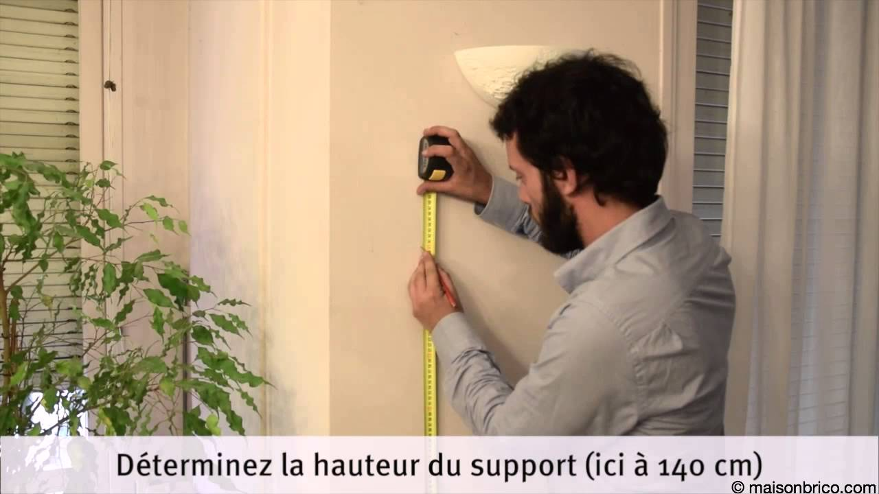 Installation d 39 un support mural pour cran plat youtube for A quelle hauteur fixer un tableau