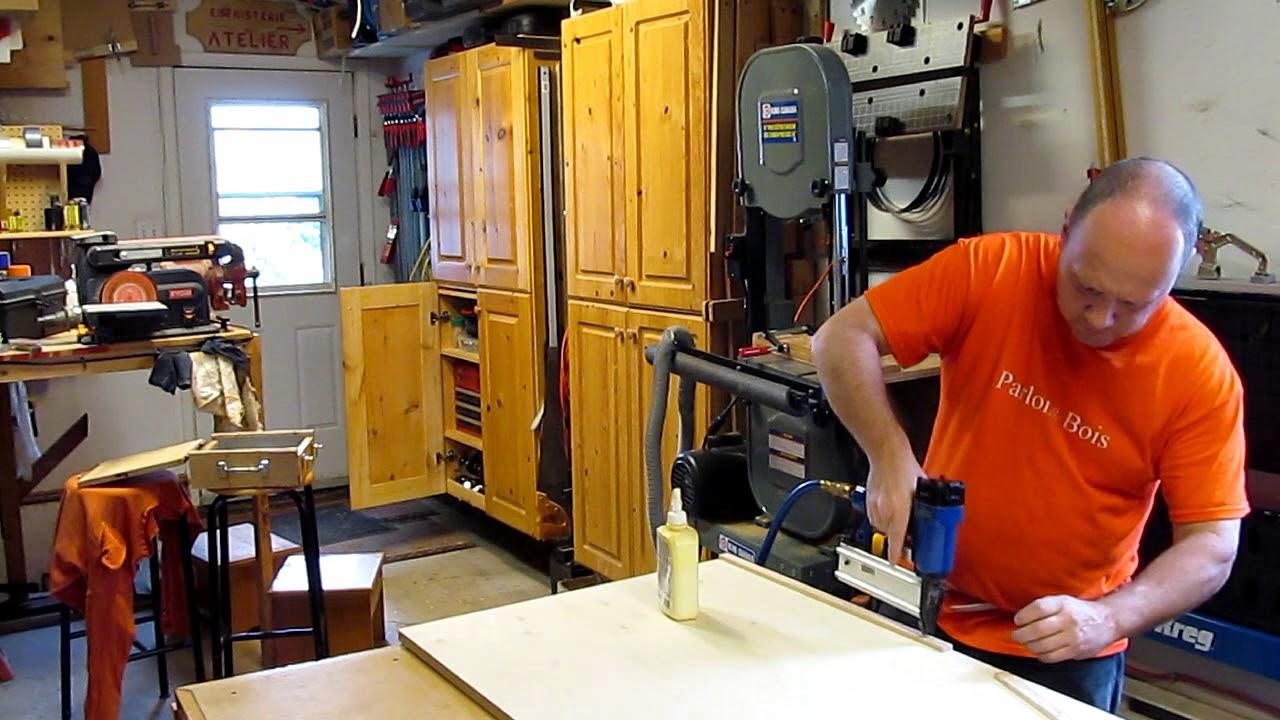 comment fabriquer une table de coupe pour le banc de scie parlons bois youtube. Black Bedroom Furniture Sets. Home Design Ideas