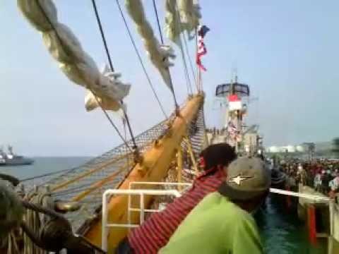 video di atas kapal dewaruci