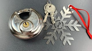 820-opened-with-a-christmas-ornament-move-n-store-mp70-disc-padlock