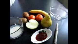 ФРУКТОВЫЙ САЛАТ by yalo(Это мое первое видео-приготовление:))) 19.04.2013г. Начнем с простого фруктового салата. Нам понадобится: - 1 банан..., 2013-04-19T06:14:08.000Z)