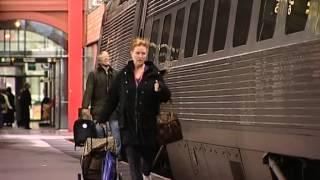Kille missar tåget och blir MYCKET besviken - TV4Nyheterna