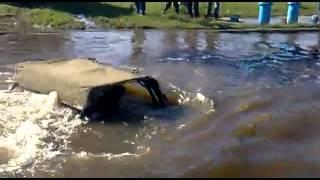 Внедорожник УАЗ 469 проезжает бездорожье и реку(Внедорожник УАЗ 469 проезжает бездорожье и реку. Инженеры постарались, что б эти внедорожники УАЗ были самым..., 2014-06-06T07:41:57.000Z)