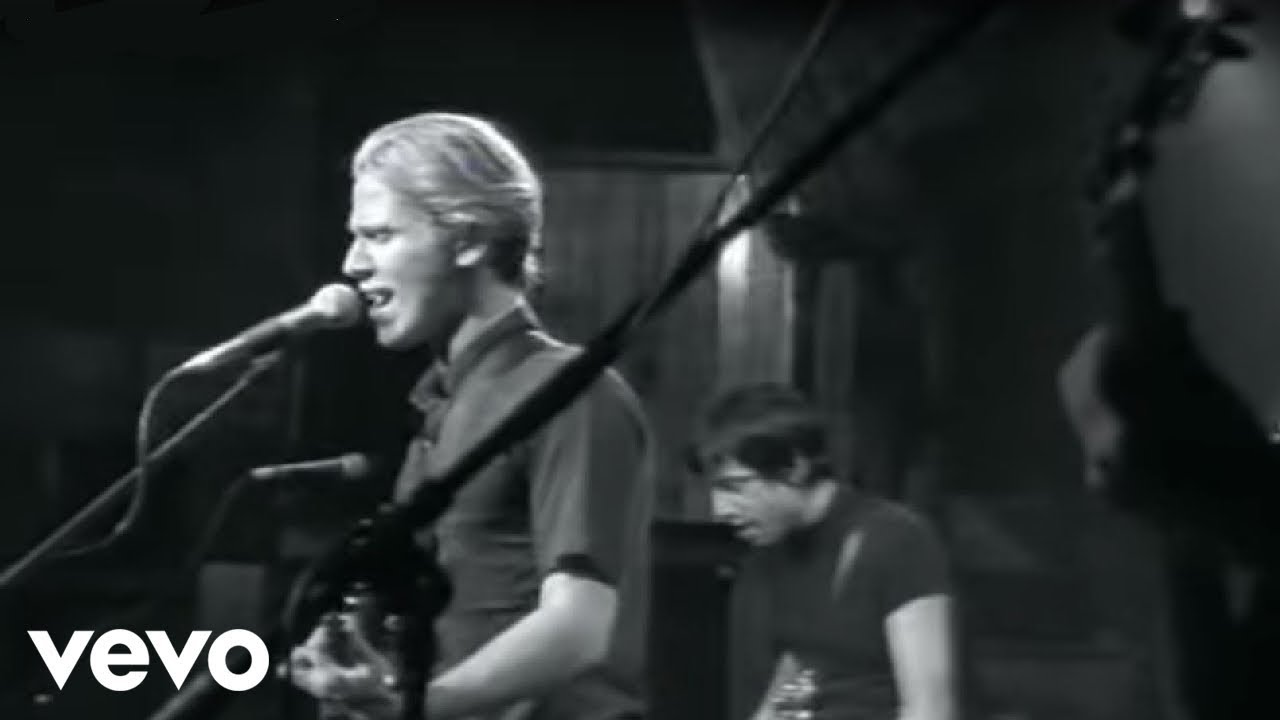 lifehouse-hanging-by-a-moment-lifehousevevo