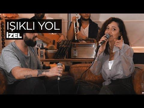 Zeynep Bastık ft. Berkay - Işıklı Yol Akustik (İzel Cover)