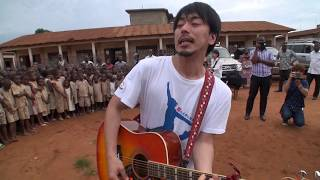 アフリカ西部に位置するベナンを訪れたのは、日本のロックバンド、アン...