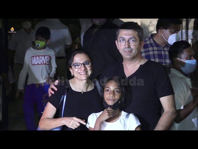 Varun Dhawan Family & Natasha Dalal Family & Others  Reached At Marriage function House