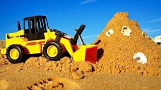 Машинки. Развивающее видео про машинки. Трактор строит замок из песка(Новая серия развивающего видео для детей. Все дети любят играть в песок. Трактор не исключение! На этот раз..., 2016-01-20T15:19:34.000Z)