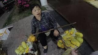 Хайнань Санья 2019 год Площадь еды Дадонгхай Покупка манго Торгуемся с китайцами Смешные весы
