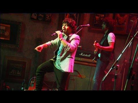Kailash Kher Live Performance 'Tu Jaane Na' - 'Drishti' Festival NM College
