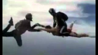 Fallschirm-Springen ohne Fallschirm
