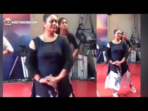 "Parasparam Serial Actress ""Rekha Ratheesh"" Dance Performance. thumbnail"