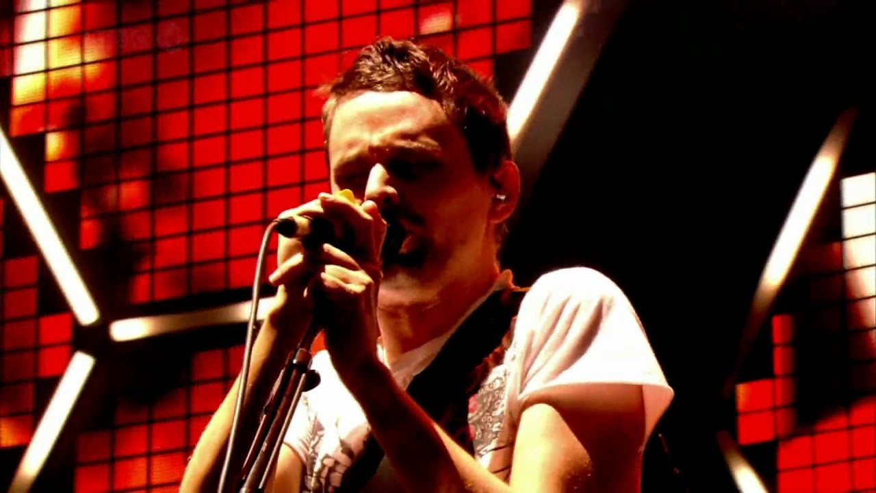 muse-where-the-streets-have-no-name-with-the-edge-live-at-glastonbury-hd-bigheadedmusefan