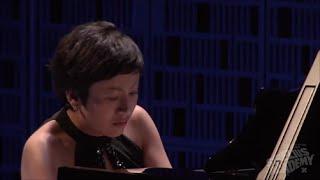 Aura Go performs Magnus Lindberg Jubilees.