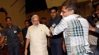 Honorable P.M. Mr. Narendra Modi Lent A Helping Hand To A Photo Journalist - See the Unseen