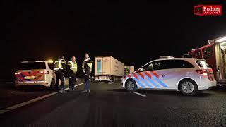(VIDEO) 18-12-2018 Vrachtwagenchauffeur met schrik vrij na ernstig ongeval A59 Oosterhout