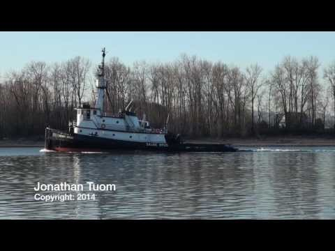 Henry Sause Hits It's Horn While Towing An Inbound Oil Barge: 1-25-14