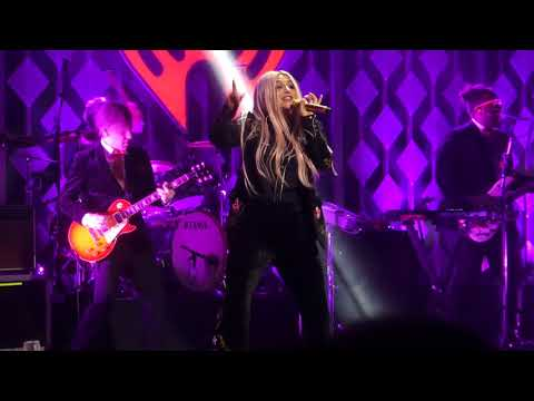 """Tic Toc"" Kesha@Wells Fargo Center Philadelphia 12/6/17 Jingle Ball"