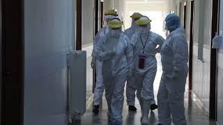 Pamje të rëndë brenda spitalit Infektiv/ Pacientët me tubat oksigjeni, mjekët të mbuluar