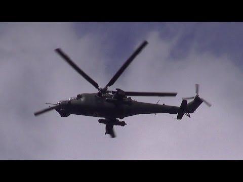 Russischer Kampfhubschrauber Mil Mi-24 (Миль) + Mil Mi-8 Mehrzweckhubschrauber