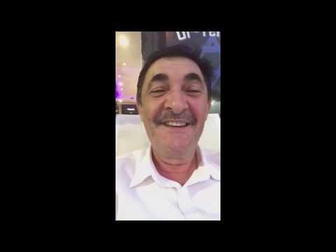Один клиент сидит у парикмахера в Америке - анекдот