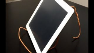 Ipad / Tablet: Clothes Hanger Stand - Diy