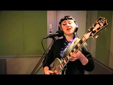 Hiatus Kaiyote - Breathing Underwater Live at Radio New Zealand