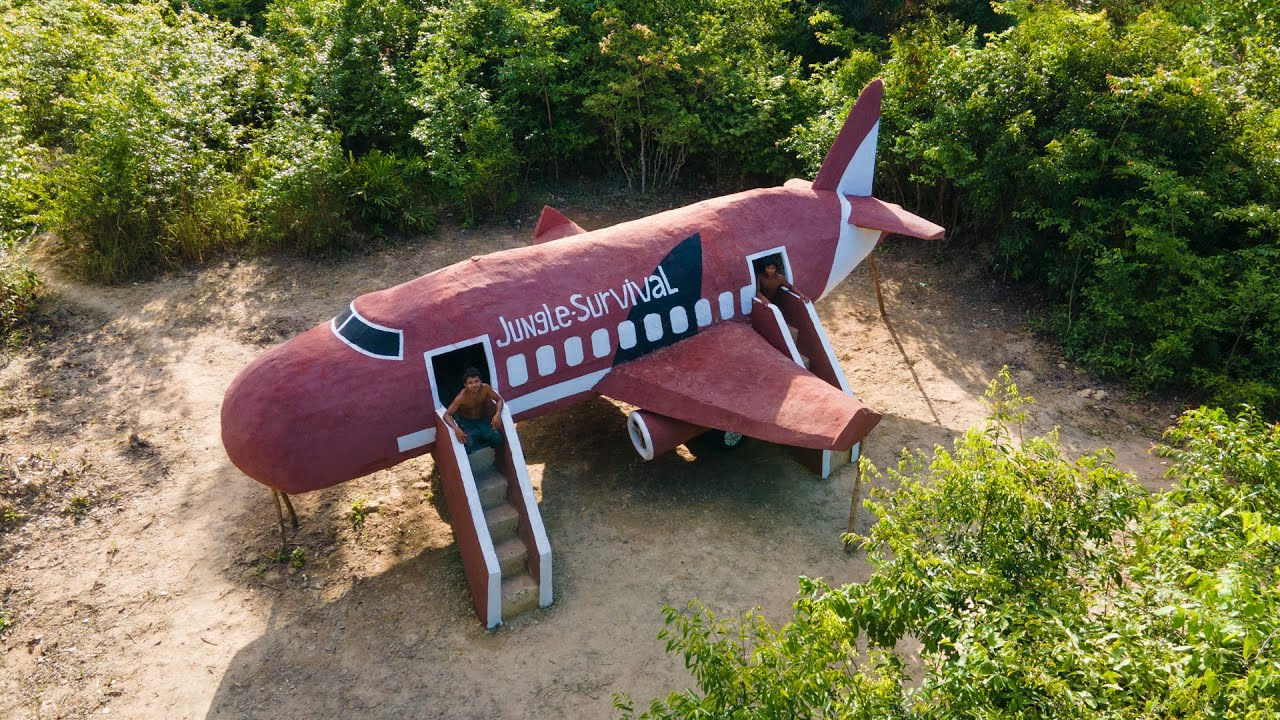 Really Amazing! Two Men Build Aircrafts to  Live