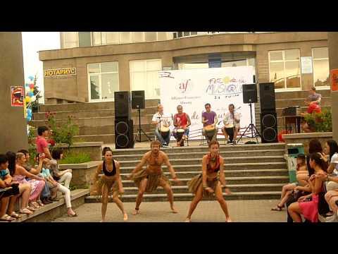 Африканские танцы на дне музыки (Алматы, 25.06.2001)