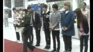 110205 TPBS News - Super Junior signed to pray respect to The King of Thailand [elpflog]