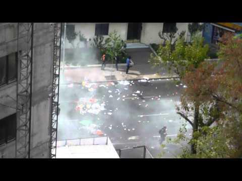 Exceso de gas lacrimogeno en marcoleta con diagonal paraguay