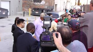Baixar Christina Aguilera from The Voice signs autographs for Waiting fans